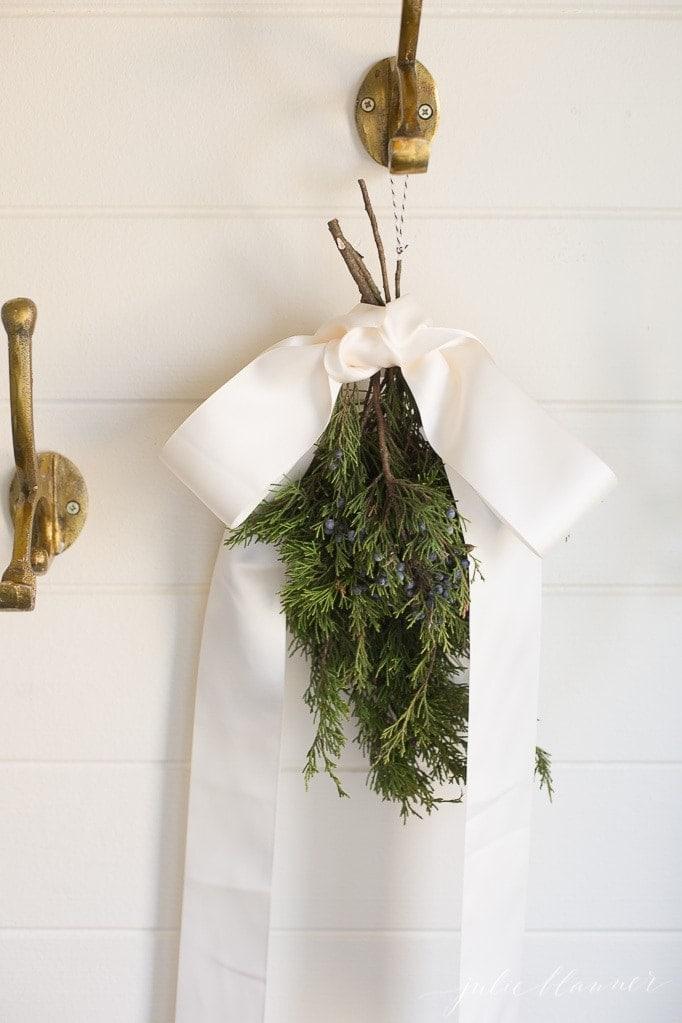 farmhouse Christmas decorating ideas with a diy swag