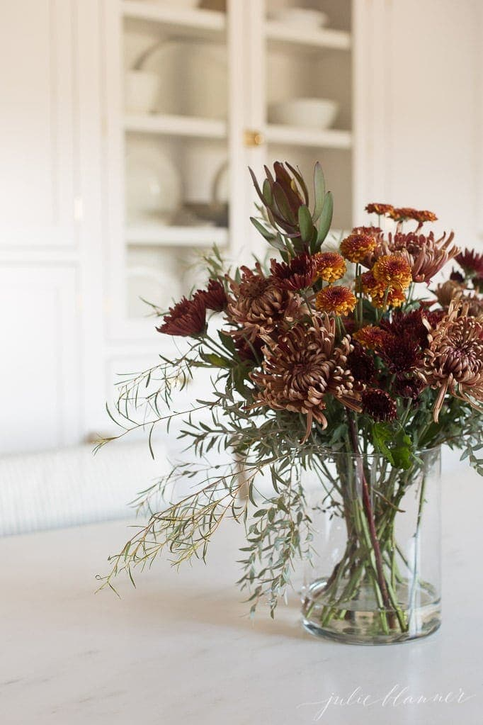 how to arrange mums | entertaining blogger shares a step by step tutorial to arrange flowers