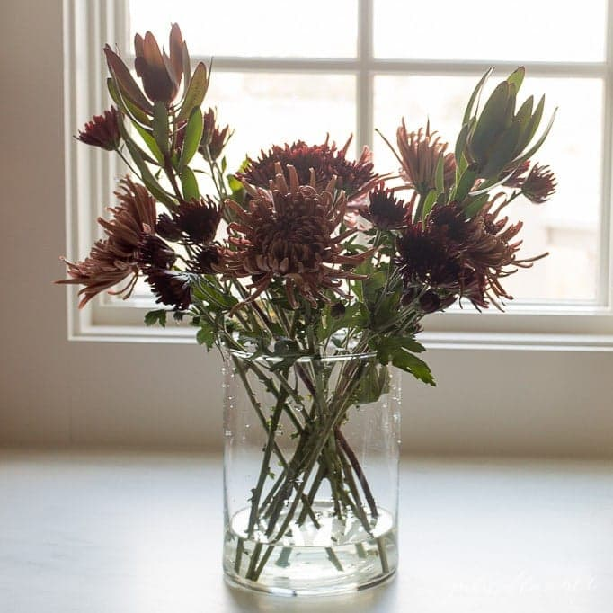 creating fall mum centerpieces