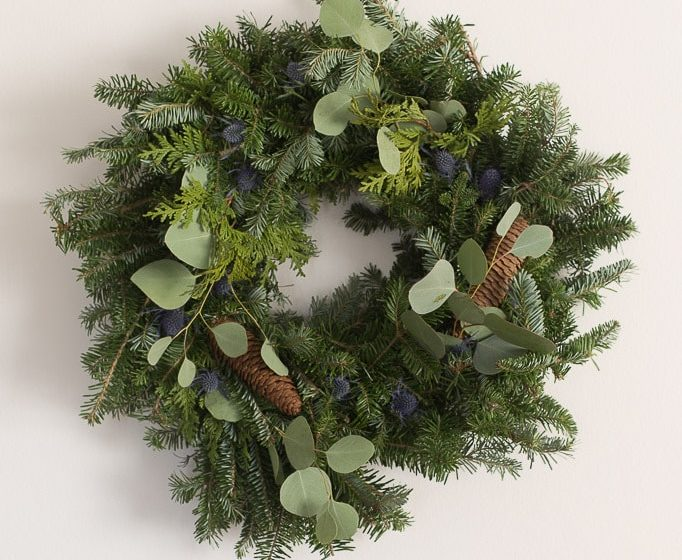 how to update a basic evergreen Christmas wreath