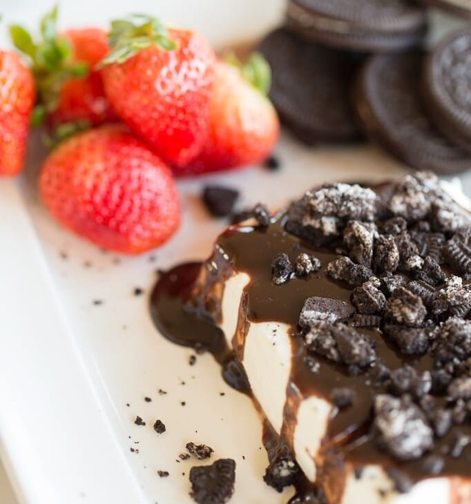 beautiful appetizer idea | cookies and cream cheese spread