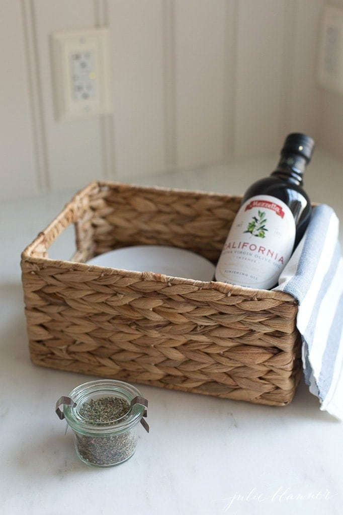 Olive Oil Bread Dip Recipe and Dipping Spices Holiday Gift