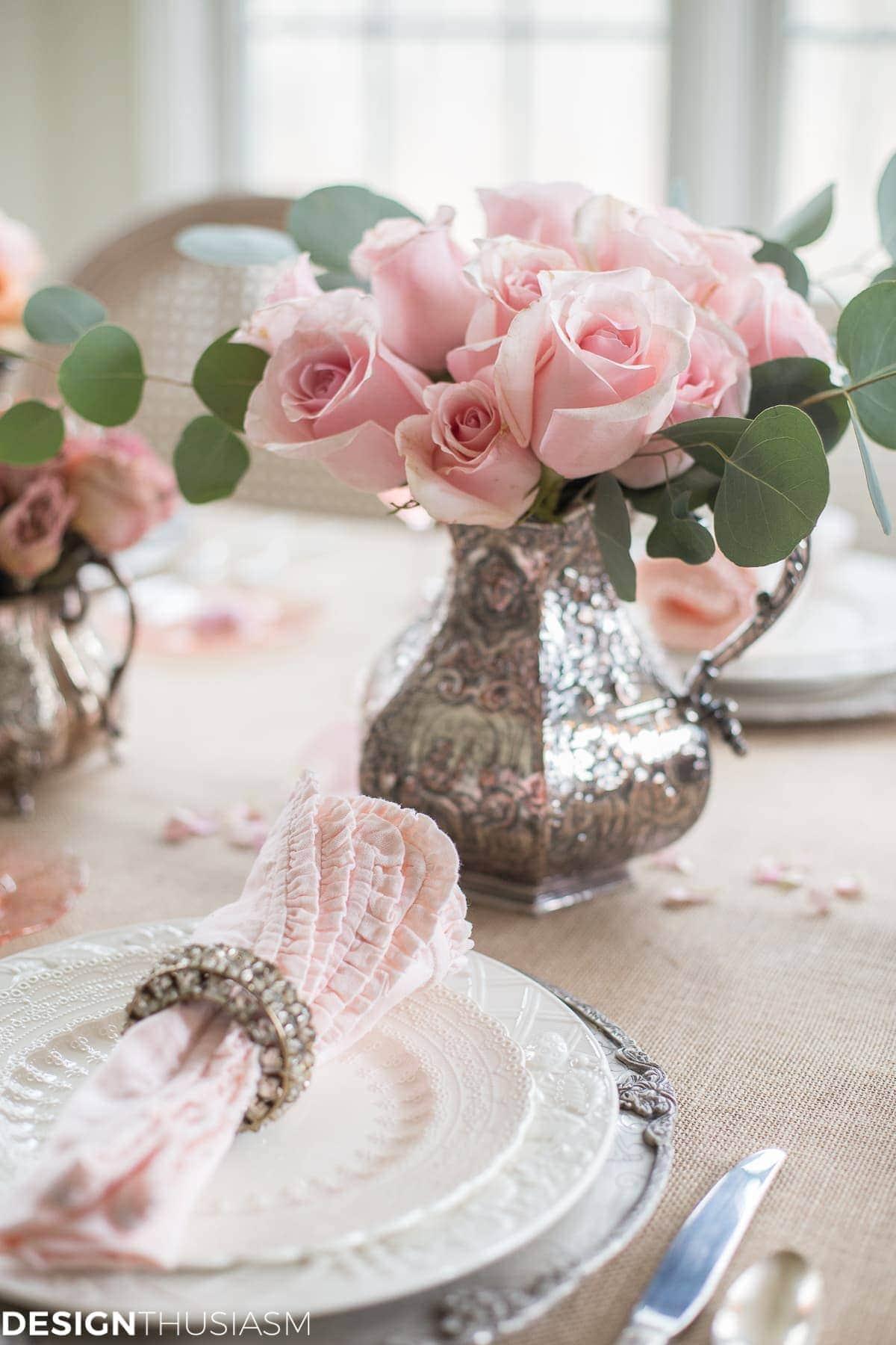 Rustic Romance: A Valentine's Day Table Setting - designthusiasm.com