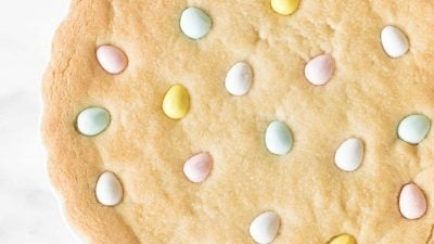 thick cookie cake with pastel eggs