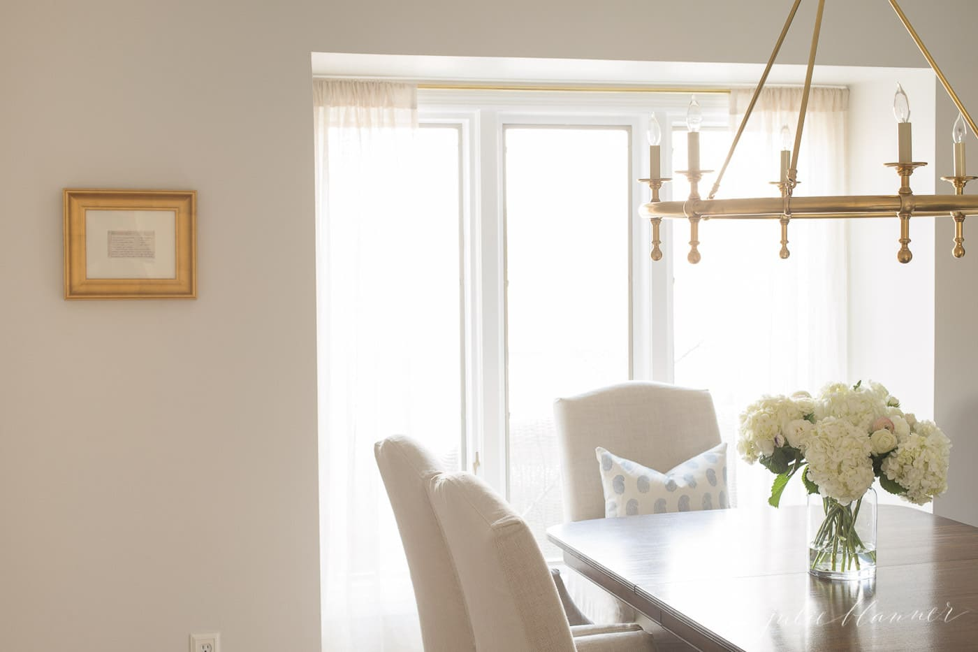A dining room with white and gold accents.