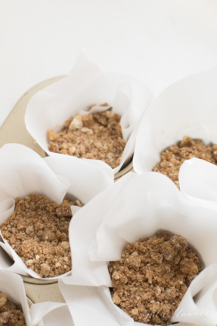 how to make muffins with crumbs