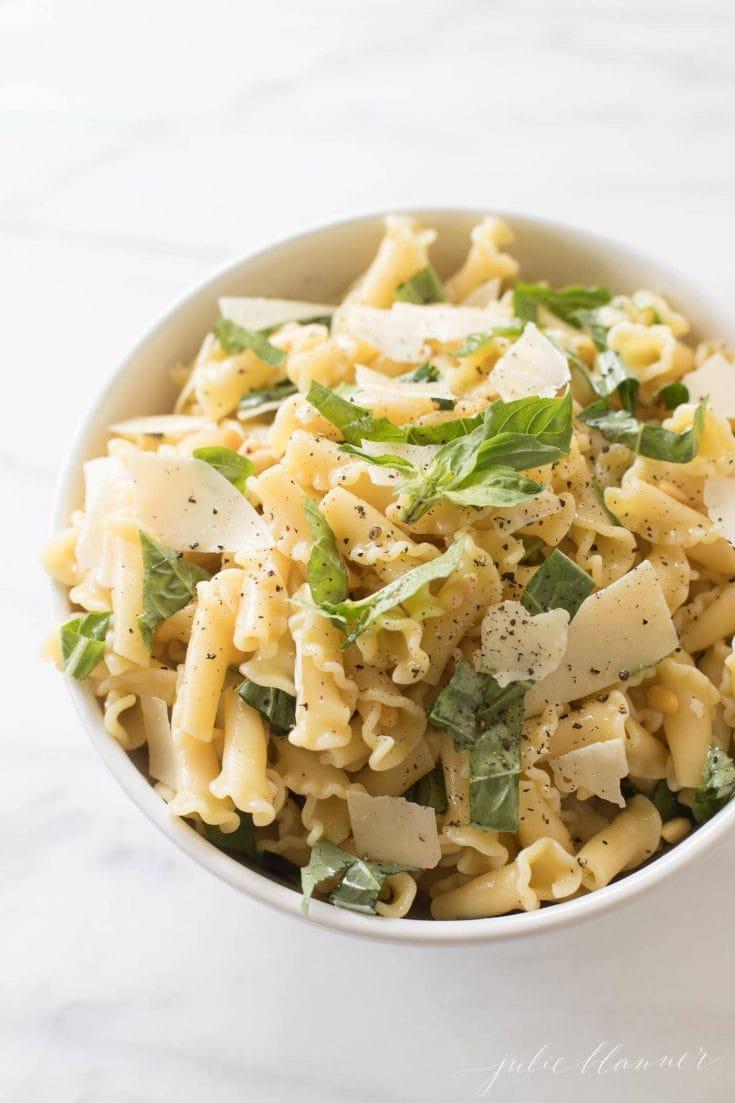 Oito das melhores receitas de salada de macarrão 10
