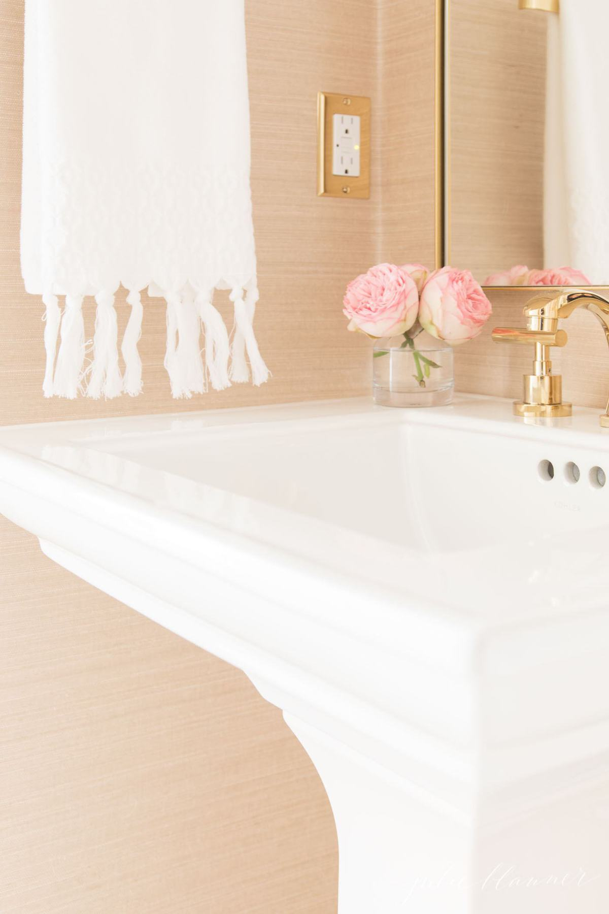 modern bathroom with pedestal sink