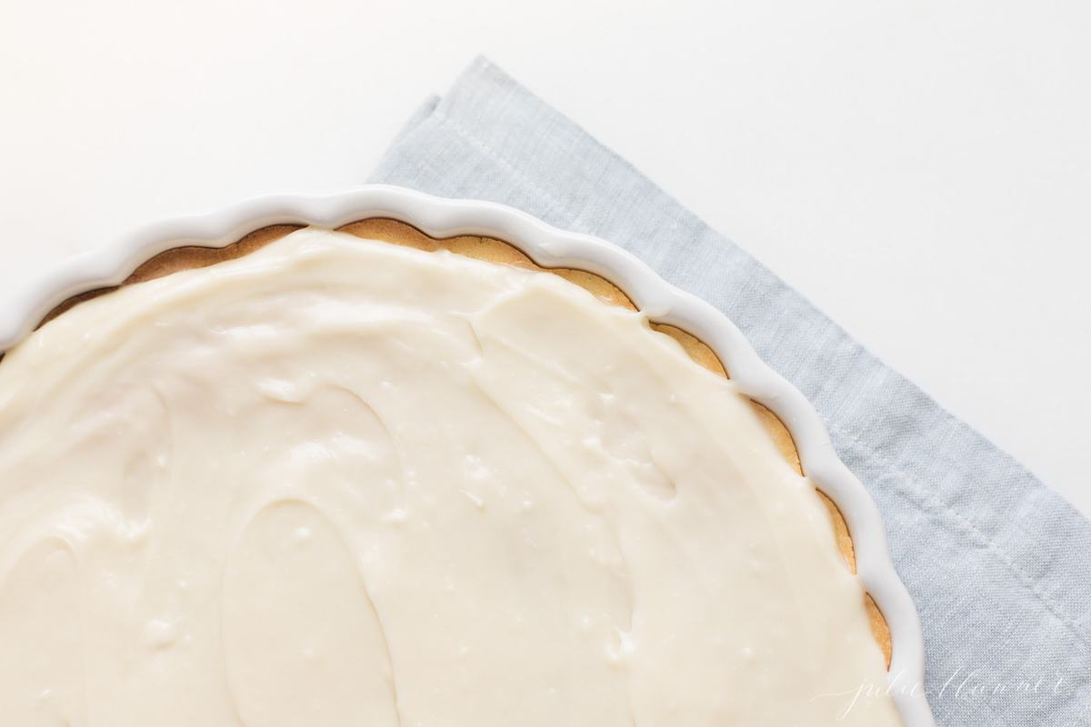 The iced sugar cookie crust