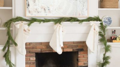 How to Keep Live Christmas Wreaths and Live Garlands Fresh