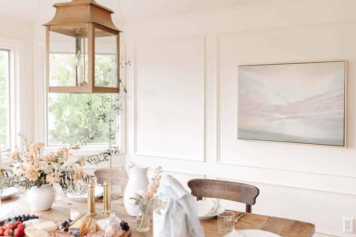 breakfast room with pastel art
