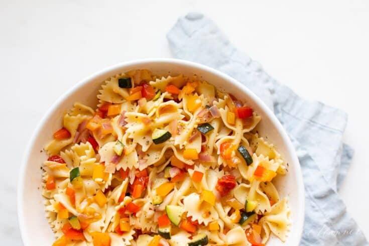 Oito das melhores receitas de salada de macarrão 14
