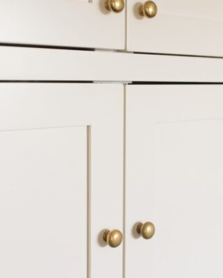 Shaker cabinet knob placement on ivory cabinets.
