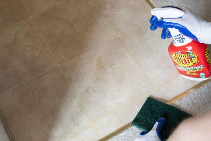 cleaning vinyl floor with spray