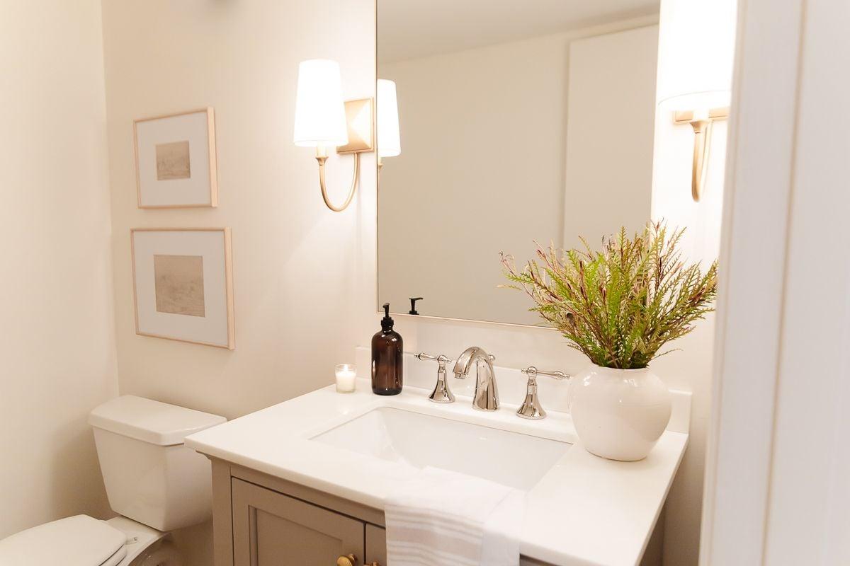 A bathroom painted in Benjamin Moore Cloud White
